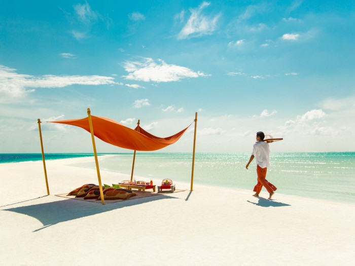 Enjoy free transfer by staying at COMO Hotels in Maldives