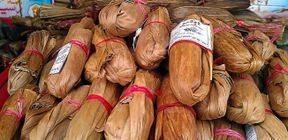 The most famous food from Addu Atoll is undoubtedly the Addu Bendi. It's a tasty sweet in the shape of a sausage wrapped like a candy with banana leaf.